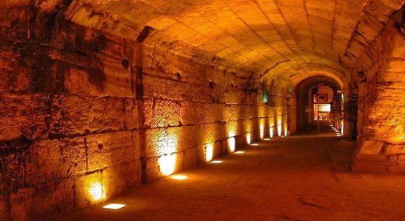 Västra murens tunnel ett historiens vingslag