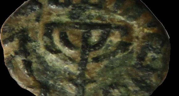 Arkeologer har upptäckt Menorah på mynt och kärl från tidig islamisk period
